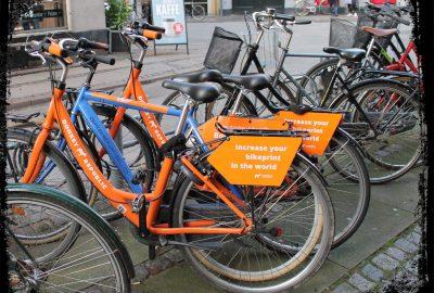Bei Critical Mass treffen sich Rad fahrer und fahren eine bestimmte Route