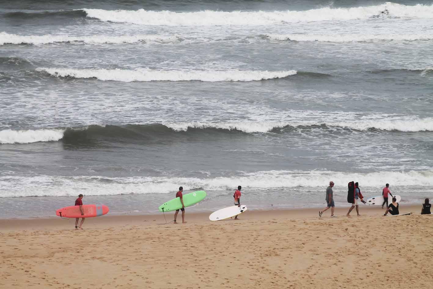 Surfercamps sind eine gute Gelegenheit mit dem Surfen vertraut zu werden